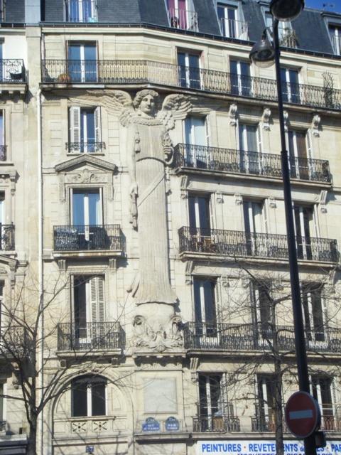 Ange au 57 Rue de Turbigo (1)