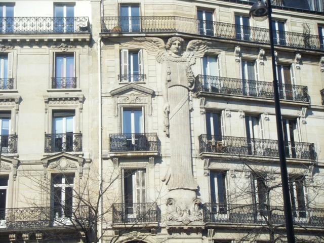 Ange au 57 Rue de Turbigo (4)