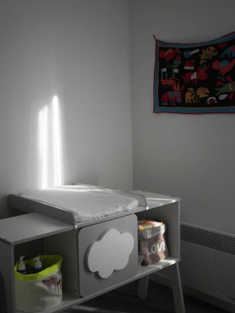 Une d co pur e pour la chambre de b b paris maman moi for Decoration chambre epuree